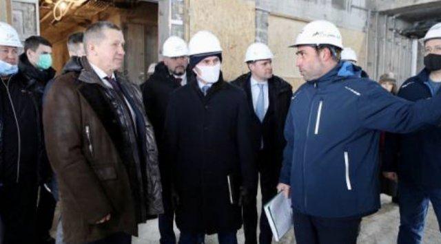 Yurii Trutnev and Oleg Kozhemiako visited the construction site of «Okura» hotel in Vladivostok